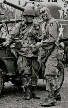 Airborne Division at Utah Beach - Photo Airborne Army, 101st Airborne Division, German Soldiers Ww2, American Soldiers, Military Art, Military History, Vietnam War Photos, Man Of War, Ww2 Photos