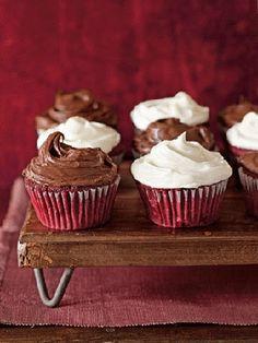 Red Velvet Cupcakes // How perfect is red velvet for Valentine's Day!?