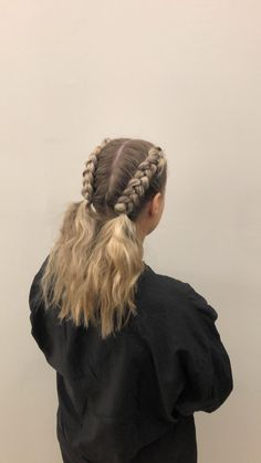 Braids plaits waves boxer braid double french braids to a beach waves hair from day to a night out Boxer Braids Hairstyles, Workout Hairstyles, Fast Hairstyles, Braided Hairstyles, Wedding Hairstyles, French Braid Waves, Braided Waves, Double French Braids, The Blonde Salad