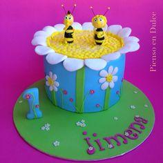 Maya the bee fondant cake, by Pienso en Dulce.