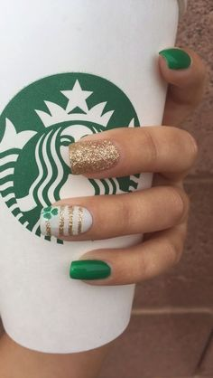 Patrick's Day Nails with green color nail polish St. Patrick's Day Nails are all about celebrating this lucky day. Here are the best St. Patrick's Day Nail art ideas and Nail art designs tutorials / inspo. Trendy Nails, Cute Nails, Hair And Nails, My Nails, Salon Nails, Irish Nails, Flag Nails, St Patricks Day Nails, Saint Patricks