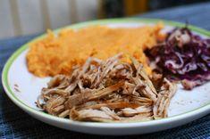 Omlós és ropogós cafatos hús: így készül a tökéletes pulled pork - Receptek   Sóbors Pulled Pork, Hamburger, Cabbage, Vegetables, Ethnic Recipes, Food, Red Peppers, Shredded Pork, Essen