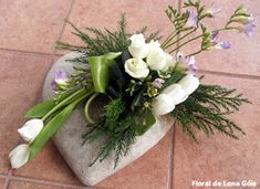 Valentine in pink or red Small Flower Arrangements, Funeral Flower Arrangements, Small Flowers, Beautiful Flowers, Church Flowers, Funeral Flowers, Ikebana, Grave Decorations, Sympathy Flowers