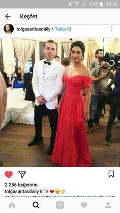 Sizi gidi yaramazlar 😂 Bridesmaid Dresses, Prom Dresses, Formal Dresses, Black Wedding Dresses, Turkish Actors, Black Men, Actresses, Mens Fashion, Couples