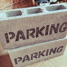 女性で、4LDKの、Entrance/ダイソー/ブロック/駐車場/ステンシル/ひと手間/車止め/parkingについてのインテリア実例。 (2016-05-27 08:00:52に共有されました) Shop Signs, Store Design, Tool Box, Exterior Design, Creative Design, Coffee Shop, Signage, Diy And Crafts, Interior