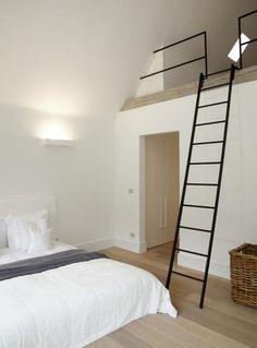 Slaapkamer met vide en trap