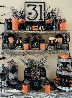 Halloween Room Decor, Halloween Mantel, Halloween Displays, Spooky Decor, Diy Halloween Decorations, Holidays Halloween, Vintage Halloween, Halloween Crafts, Happy Halloween