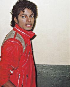 Beat It Michael Jackson Michael Jackson Video Songs, Beat It Michael Jackson, Photos Of Michael Jackson, Michael Jackson Thriller, Paris Jackson, Jackson 5, Beautiful Person, Beautiful Men, Michael Jackson Photoshoot