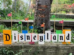 Wall decor inspired by the classic Disneyland Sign! (Personalized options available) **NOTE** please include the name you'd like on the personalized option in the comments when ordering. Disneyland Sign, Disneyland Birthday, Disney Birthday, Princess Birthday, 1st Birthday Parties, Vintage Disneyland, Mum Birthday, Disney Home Decor, Disney Diy