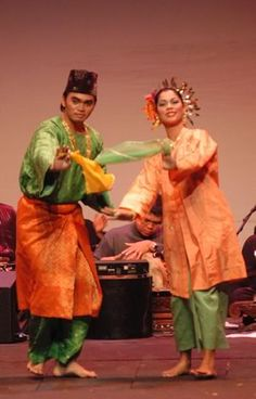 Zapin is a dance that is popular in Malaysia and in the Malay-populated provinces in Indonesia. It is believed to have been introduced by Arab missionaries from the Middle East in the fourteenth century Malaysia Truly Asia, Cultural Dance, Kinds Of Dance, Textiles, Culture, Dance Art, Mural Art, Brunei, Traditional Outfits