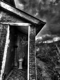oude verlaten huizen met oude wc