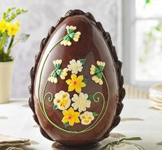Not only is this Easter egg impressive in its size, but every inch of this seven foot chocolate wonder is being sold off to benefit a UK charity. Easter Egg Cake, Easter Cookies, Chocolates, Easter Egg Designs, Un Cake, Royal Icing Decorations, Easter Chocolate, Easter Celebration, Egg Decorating