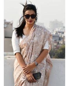 Check out some of the exceptional formal office wear sarees for working women from a very popular brand called the apik store. Saree Wearing Styles, Saree Styles, Ankara Styles, Cotton Saree Designs, Saree Blouse Designs, Trendy Sarees, Stylish Sarees, Indian Silk Sarees, Indian Beauty Saree