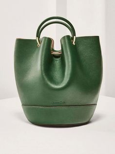 For most women, buying an authentic designer handbag is not something to hurry into. Because they bags can easily be so high priced, most women typically worry over their selections before making an actual ladies handbag acquisition. Hermes Handbags, Satchel Handbags, Luxury Handbags, Fashion Handbags, Purses And Handbags, Fashion Bags, Cheap Handbags, Cheap Purses, Balenciaga Handbags