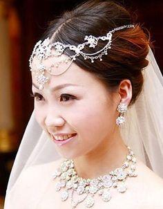 Most beautiful retro bride style romantic grace unmatched