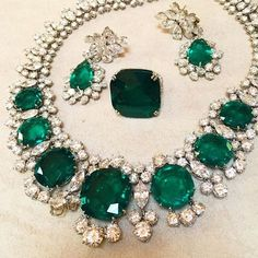 Which lucky ladies wore these spectacular Bulgari emerald jewels? Find out more on website The Jewellery Editor.