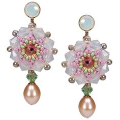 Romantische handgearbeitete Perlenblüten für die Braut! ♥ Beautiful handcrafted bridal earrings ♥  | Perlotte Schmuck