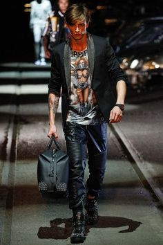 See the complete Philipp Plein Spring 2016 Menswear collection.