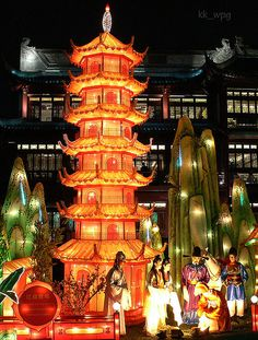 CHINESE NEW YEAR    Chinese New Year starts with the New Moon on the first day of the new year and ends on the full moon 15 days later. The 15th day of the new year is called the Lantern Festival, which is celebrated at night with lantern displays and