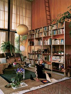 Lucia Eames in the Eames House, does that ladder go? Eames, Interior Architecture, Interior And Exterior, Retro Interior Design, Vintage Interiors, Mid Century House, Apartment Living, Interior Inspiration, Decoration