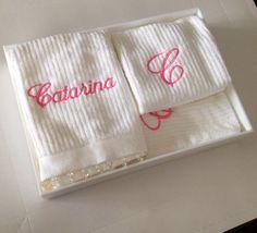 Kit com 3 toalhas personalizadas - Kit nascimento #lalov #toalhaspersonalizadas #monograma #blackandwhite #stripes #presente #nascimento #batizado #personalizados #kitlavabo