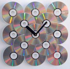 Não faltam ideias de artesanato com CD velho para você se divertir confeccionando-as. Há ideias para a sua casa, há ideias para o seu visual e até mesmo ideias de artesanato com CD velho para você expor os seus talentos de artista, para fazer obras de arte.                                                                                                                                                      Mais