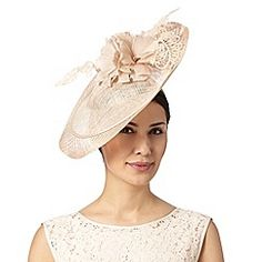 I just wish girls in the US wore fascinators like their British cousins. SO cute <3