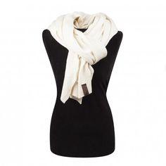 Prachtige omslag sjaal van mooie kwaliteit en fijn gebreid. Je kunt de sjaal op verschillende manieren dragen. Nonchalant om je nek of lekker geknoopt. Verkrijgbaar in mooie voorjaarskleuren | off white | grey | olive green.
