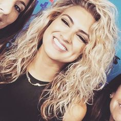 Tori Kelly.. love those curls!!!