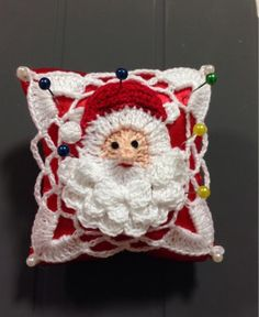 ALFINEITEIRO DE NOEL ... Aproveitando da época e ideias da Sônia Maria (Falando de Croche) com SQUARES, finalizo este mimo natalino, deixan...