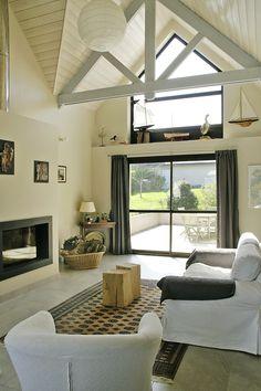 Lust auf Urlaub in einer modernen Architektenvilla in der Bretagne? Die Villa bietet genug Platz für 8 Personen und Hund.