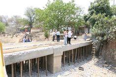 Con el objetivo de mejorar las vialidades en beneficio de las y los huetamenses, el alcalde Elías Ibarra Torres puso en marcha la rehabilitación y ampliación vehicular del puente Pirinda, ...