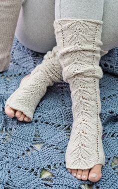 These would be perfect- my toes would be free but still cozy! Crochet Socks, Knitting Socks, Crochet Clothes, Free Knitting, Knitting Patterns, Knit Crochet, Crochet Patterns, Yoga Socks, Socks And Heels