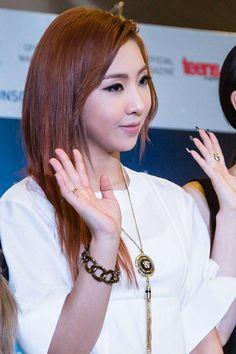 Minzy our beautiful maknae 2ne1 Minzy, Cl 2ne1, Kpop Girl Groups, Korean Girl Groups, Kpop Girls, Music Words, Sandara Park, Asian Love, Yg Entertainment