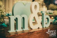 Amo letras em casamento! Decoração linda... e a paleta de cores, ah! É de suspirar!