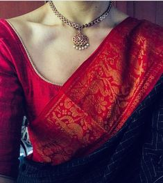 Looking for necklace to wear with sarees? Here are adorable necklace designs that you can wear from trendy to traditional sarees. Madurai, Indian Attire, Indian Wear, Indian Style, Indian Dresses, Indian Outfits, Indian Clothes, Women's Dresses, Fashion Dresses