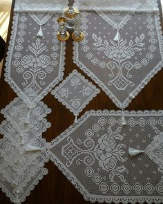 Filet Crochet, Diy Crochet, Crochet Doilies, Beautiful Rose Flowers, Baby Knitting Patterns, Crochet Projects, Diy Christmas Ornaments, Herb, Railings