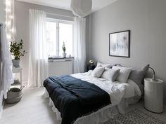 Fresh home in black and white - via Coco Lapine Design Small Room Bedroom, Home Bedroom, Bedroom Decor, Master Bedroom, Asian Home Decor, Easy Home Decor, Modern Home Interior Design, Home Decor Inspiration, Decor Ideas