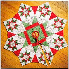 Diy Christmas Tree Skirt, Christmas Tree Skirts Patterns, Xmas Tree Skirts, Christmas Sewing, Christmas Quilting, Christmas Christmas, Christmas Patchwork, Christmas Projects, Tree Quilt