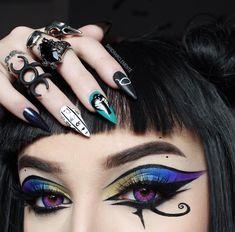 Contour Makeup, Contouring And Highlighting, Makeup Geek, Hair Makeup, Fun Makeup, Halloween Eye Makeup, Halloween Eyes, Halloween Costumes, Gothic Makeup