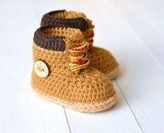 Free simple child bootie knitting pattern knit flat on 2 needles, terrific method to start. Knitted Flat, only standard stitches. Picture tutorial. Fr... Love Knitting, Arm Knitting, Knitting Patterns, Crochet Shoes Pattern, Shoe Pattern, Crochet Baby Booties, Baby Timberlands, Baby Diy Projects, Booties Crochet