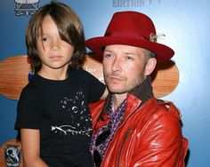 Scott Weiland poses with his son Noah in Hollywood.