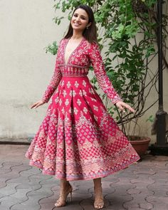 How cute is this contemporary #outfit  #indowestern #indianbride #shaadibazaar #wedding #indianwedding