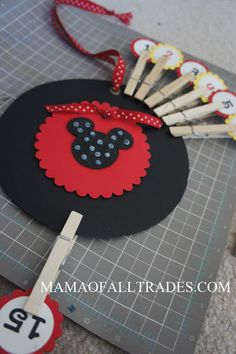 Count down option  Adorable Disney Countdown using clothes pins. So simple!