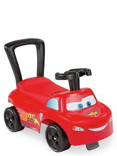 Hauska Salama McQueen -potkuauto yli 10 kk:n ikäisille lapsille. Toimii myös kävelytukena. Penkin alla on säilytystilaa. Mitat koottuna 54 x 27 x 40 cm