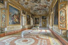 Civic Museums of Macerata, in Palazzo Buonaccorsi. Exhibitions, modern art gallery, picture gallery and museum of carriage. Here's the frescoes of Aeneid's hall. Palazzo, Museum Art Gallery, Grand Tour, Lonely Planet, Italy Travel, Love Art, Modern Art, Tourism, Around The Worlds