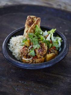 Jamie & Jimmy's Food Fight Club: Gurkha-Style Chicken Curry with Homemade Marinade Tofu, Zucchini, Easy Chicken Curry, Jamie Oliver, Curry Recipes, Fresh Herbs, Chicken Recipes, Good Food, Tasty