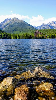 Hiking Slovakia is fun! Let's have a look at one of the easiest hiking trails in High Tatras. It's close to Strbske Pleso and Popradske Pleso. Lake Mountain, Mountain Resort, Mountain Range, Places In Europe, Places To Travel, Lake Photography, Travel Photography, High Tatras, Tatra Mountains