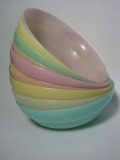 Tupperware Shape O Ball. Loved it! I also had that cone thing you popped the ball out of made by Tupperware. Vintage Dishes, Vintage Kitchen, Retro Vintage, Vintage Toys 1960s, Vintage Items, Vintage Music, Vintage Stuff, Vintage Tupperware, Tupperware Bowls