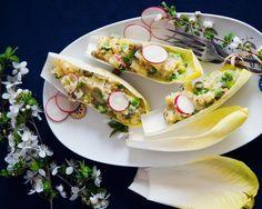 Un aperitiv atragator | Alternativa sanatoasa la salata de boeuf. E peste asteptari! Easy Salad Recipes, Easy Salads, Crab Stuffed Avocado, Cottage Cheese Salad, Low Carb Wraps, Salad Dishes, Beef Salad, Seafood Salad, Tomato Vegetable